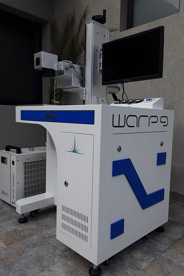 Warp9 UV lézer gravírozó
